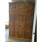 armário de quarto em madeira maciça