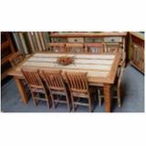 mesa de madeira rústica com bancos