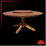 mesa redonda de madeira rústica