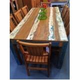 mesa rústica de madeira com bancos