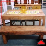 mesa rústica de madeira com bancos Perus